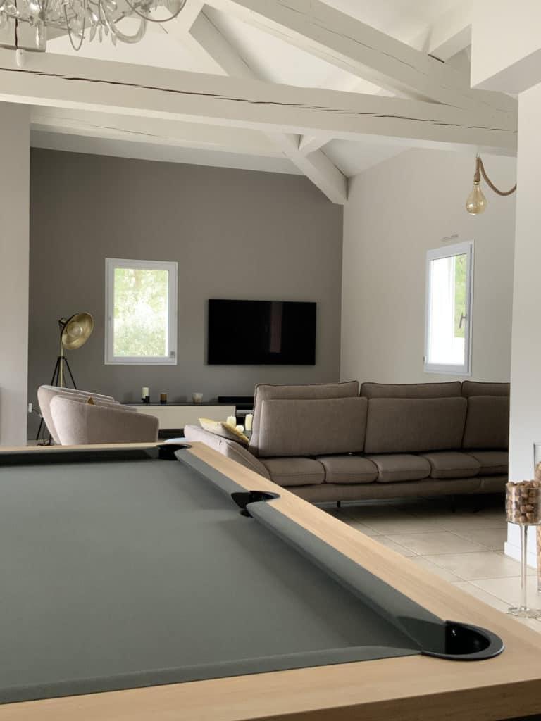salon salle a manger et espace billard après aménagement et décoration intérieure Nimes