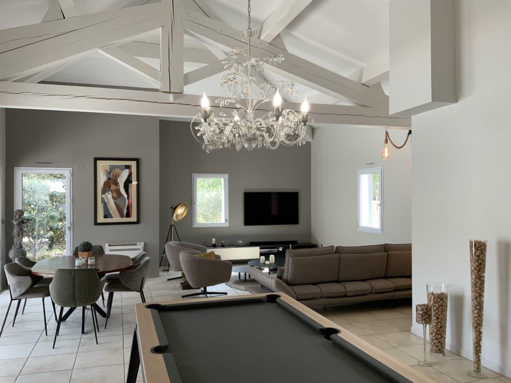 Salon salle a manger et espace billard aménagement décoration intérieure Nimes